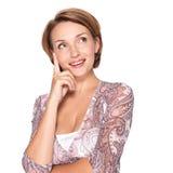 Porträt der hübschen denkenden Frau auf Weiß Lizenzfreie Stockfotografie