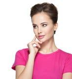 Porträt der jungen denkenden Frau mit irgendeinem Problem Lizenzfreies Stockbild