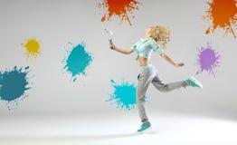 Porträt der laufenden und malenden Frau Lizenzfreie Stockbilder