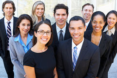 Porträt des Geschäfts Team Outside Office Stockbilder