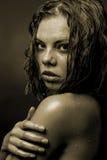 Porträt des Gesichtes eines Mädchens das Wasserströme Stockfoto