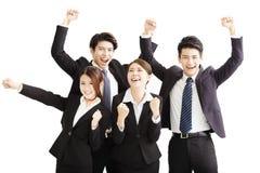 Porträt des glücklichen jungen erfolgreichen Geschäftsteams Stockfotos
