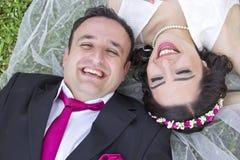 Porträt des glücklichen verheirateten Paars Stockfotografie