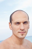 Porträt des Mannes auf dem Strand Lizenzfreies Stockbild
