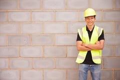 Porträt des männlichen Bauarbeiters On Building Site Stockbilder