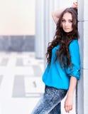 Porträt des schönen recht jungen Mädchens Stockfoto