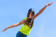Porträt des sorglosen Jugendlichmädchens im Freien Lizenzfreies Stockfoto
