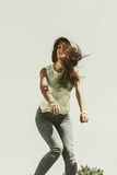 Porträt des sorglosen Jugendlichmädchens im Freien Stockfotos