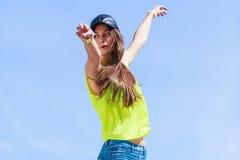 Porträt des sorglosen Jugendlichmädchens im Freien Lizenzfreies Stockbild
