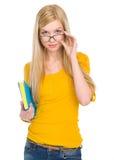 Porträt des Studentenmädchens in den Gläsern mit Buch Lizenzfreies Stockfoto