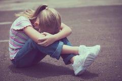 Porträt des traurigen kleinen Mädchens Stockfotografie