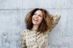 Porträt einer frohen jungen Frau Lizenzfreies Stockfoto