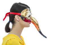 Porträt einer jungen Frau mit einer Maske Stockfoto
