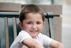 Porträt eines entzückenden hispanischen Jungen Lizenzfreies Stockbild