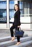 Porträt eines erfolgreichen Geschäftsfraulächelns Lizenzfreie Stockfotos