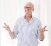 Porträt eines glatzköpfigen Mannes Stockfoto