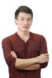 Porträt eines glücklichen asiatischen Mannes mit Weiß Stockfotos