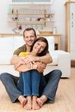 Porträt eines glücklichen liebevollen erwachsenen Paares Stockbilder