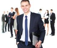 Porträt eines intelligenten Geschäftsmannes, der Laptop verwendet Lizenzfreie Stockfotografie