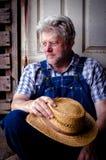Porträt eines Landwirts tief im Gedanken Stockbild