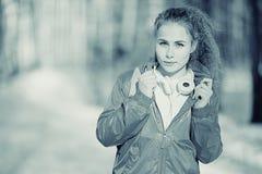 Porträt eines Mädchens in den kalten Tönen Stockbild