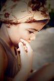 Porträt eines schönen traurigen jungen Mädchens Lizenzfreie Stockfotos