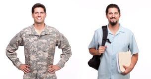 Porträt eines Soldaten und des jungen Mannes mit Rucksack und Dokument Stockbilder