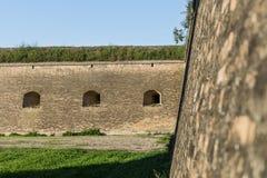 Ports d'arme à feu dans la forteresse images stock