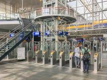 Ports d'enregistrement dans la station centrale Leyde Centraal, CS à Leyde photographie stock libre de droits