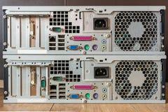 Ports d'ordinateur personnel pour l'affichage, unité de disque dur, dispositifs Vue de Reat d'un ordinateur ou d'un PC photographie stock