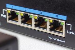 Ports de commutateur d'Ethernet avec le plan rapproché de fonction de PoE photographie stock libre de droits