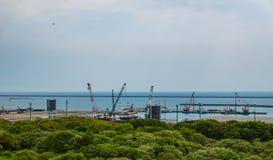 Portsikten från den Hitachi sjösidan parkerar Arkivfoto