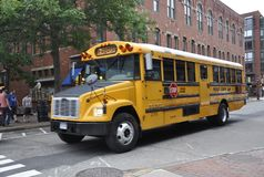 Portsmouth, 30 Juni: Schoolbus binnen de stad in van Portsmouth in New Hampshire van de V.S. Stock Foto's