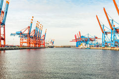 Portterminal för ladda och offloading skepp Royaltyfri Bild
