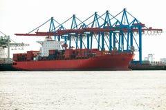 Portterminal för ladda och offloading skepp Royaltyfri Fotografi