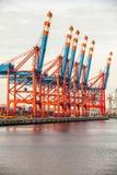 Portterminal för ladda och offloading skepp Arkivbild