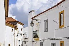 Portugal, Alentejo, Evora; calle típica Imágenes de archivo libres de regalías