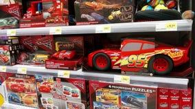 Portugal, Algarve, circa im Juli 2017 Auswahl von Spielwaren für Verkauf von den Film Autos Auf Anzeige in einem Supermarkt Lizenzfreie Stockfotos