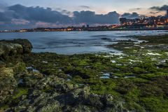 Portugal, Cascais Atlantischer Küstenstreifen, glättend lizenzfreie stockfotografie