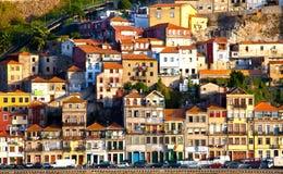 Portugal. Cidade de Porto. Vista da terraplenagem do rio de Douro Fotos de Stock Royalty Free