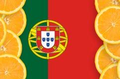 Portugal flagga i vertikal ram för citrusfruktskivor royaltyfria bilder