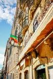 Portugal flagga på kafét i Lissabon, Portugal Arkivbild