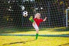 Portugal fotbollsfanungar Fotboll f?r barnlek arkivbild