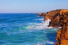 Portugal, golven van de Atlantische Oceaan Stock Foto