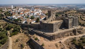 portugal Kasteel van Monsaraz, Alentejo van de lucht Hommelfoto stock fotografie