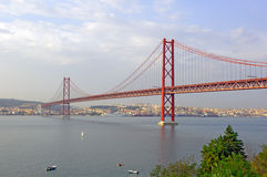 Portugal, Lissabon: 25 abrilBrug Stock Foto's