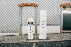 Portugal Lissabon, 01 Juli 2018: Specialt ställe för att tanka elektriska medel Eco-vänskapsmatchen tankar Royaltyfri Foto