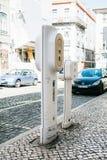 Portugal Lissabon, 01 Juli 2018: Specialt ställe för att tanka elektriska medel Eco-vänskapsmatchen tankar Royaltyfri Fotografi