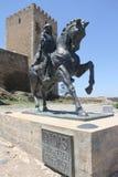 Portugal, Mértola, un monumento en el fondo de la torre Foto de archivo libre de regalías