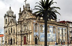Portugal, Porto: Igreja de Carmo imagens de stock